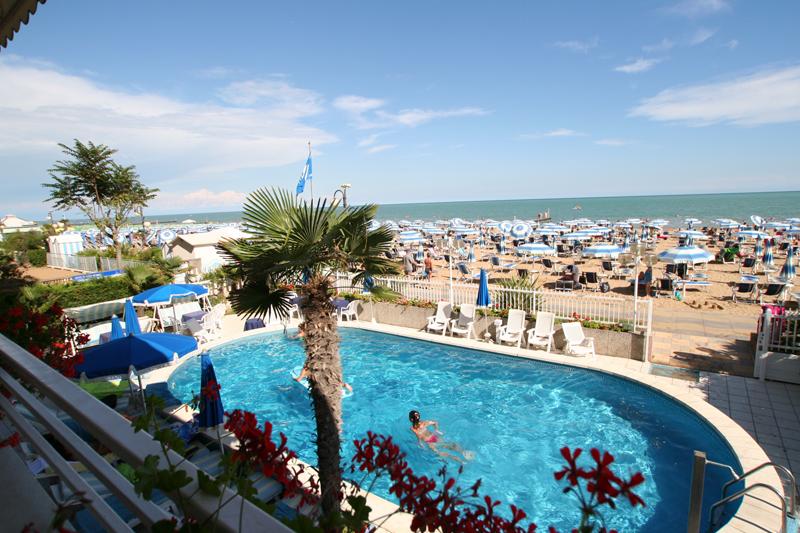 Albergo Hotel Con Piscina Riscaldata A Jesolo - Hotel Rivamare: Hotel ...