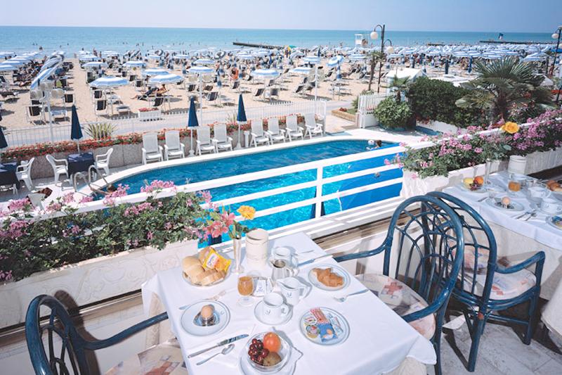 Albergo spiaggia privata jesolo hotel rivamare hotel - Hotel con piscina jesolo ...